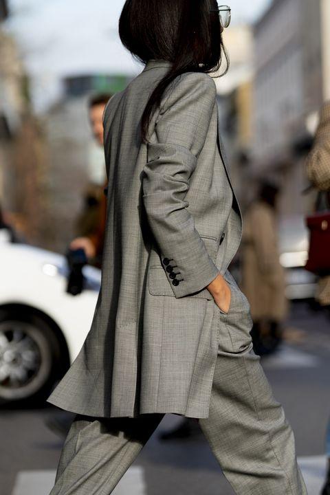 streetstyle milano fashion week, tailleur donna, tailleur pantalone, completo blazer pantalone donna, come indossare un tailleur, tailleur nero abbinamenti, tailleur grigio abbinamenti, tailleur abbinamenti