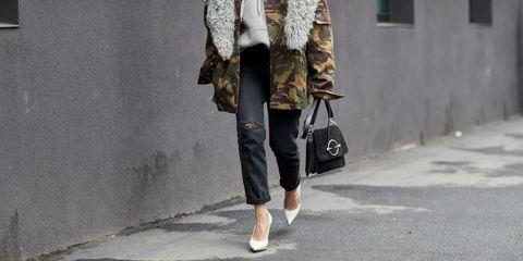 Come indossare i jeans neri strappati  Tutto sulla tendenza moda 2019 b4da1e17fd0
