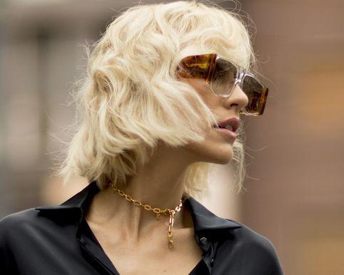 Hair, Eyewear, Face, Blond, Hairstyle, Beauty, Street fashion, Sunglasses, Lip, Fashion,