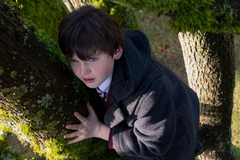benjamin evan ainsworth as miles the haunting of bly manor