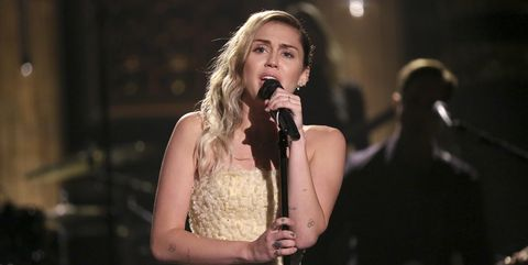 Performance, Entertainment, Singing, Singer, Performing arts, Music, Music artist, Song, Microphone, Musician,