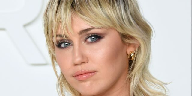 Miley Cyrus' ringlet curls are giving us Dolly Parton vibes