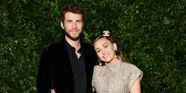 Miley Cyrus Liam Hemsworth Were Adorable Attending Chanel S Pre Oscars Dinner