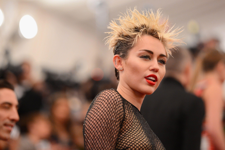 Miley Cyrus estará en la quinta temporada de 'Black Mirror' - Temporada 5 de Black Mirror, serie de Netflix