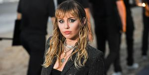 Miley Cyrus tijdens deSaint Laurent mannenmodeshow van de lente/zomer 2020.