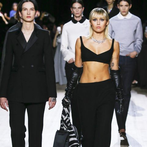Fashion model, Fashion, Clothing, Runway, Fashion show, Haute couture, Event, Fashion design, Footwear, Leggings,