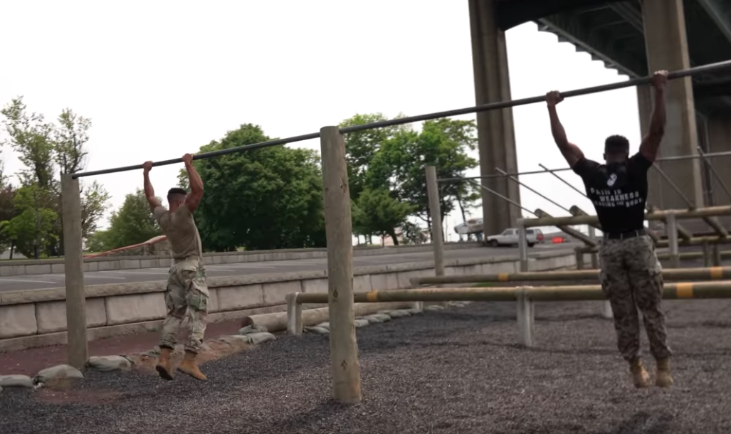 Watch An Army Soldier Take on a U.S. Marine in an Obstacle Course Challenge