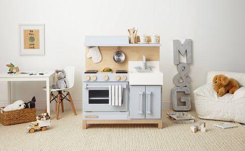 White, Furniture, Room, Product, Shelf, Living room, Interior design, Table, House, Shelving,