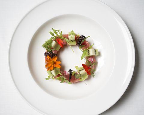 Plate, Platter, Food, Dish, Cuisine, Dishware, Plant, Tableware, Salad, Vegetarian food,