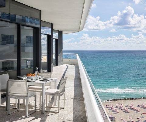 terrace with dining table overlooking the beach