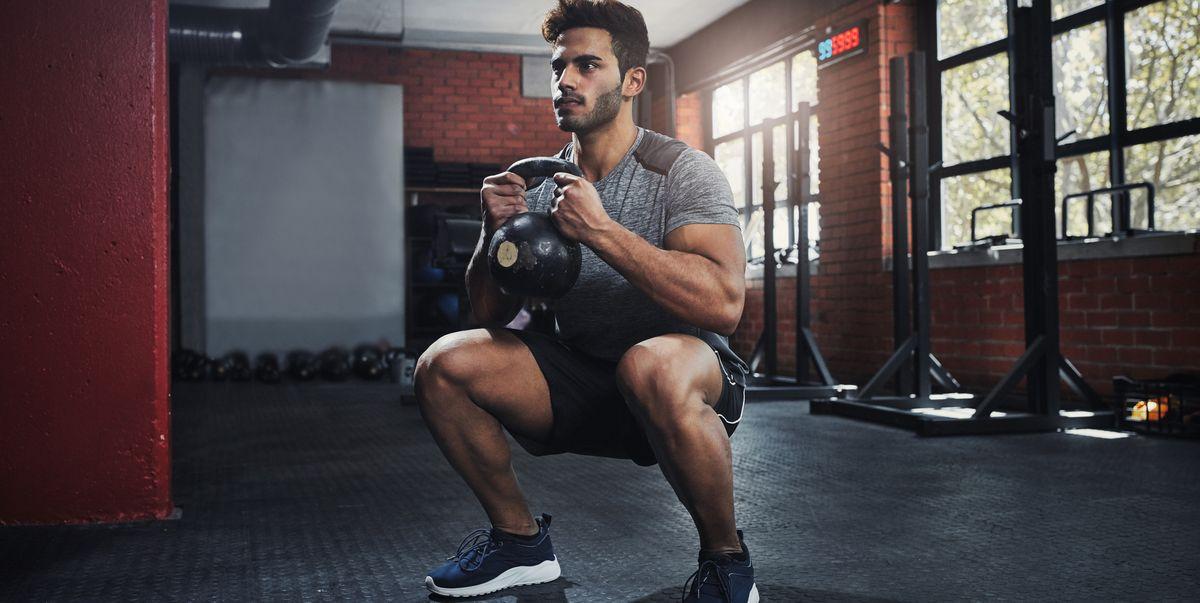 Sentadillas y bíceps para ganar músculo - Entrenamiento fitness