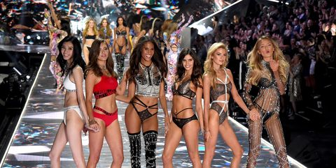 af599b45aef6c All Victoria s Secret Fashion Show 2018 Models Looks from the Runway