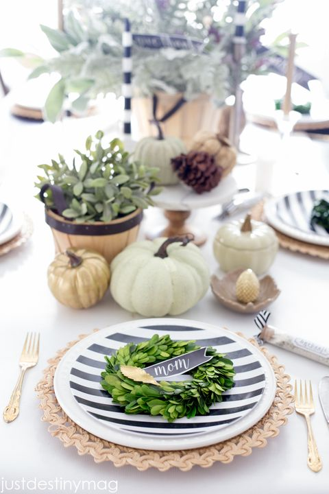 mini boxwood wreath thanksgiving place cards