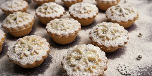 Mini mince pies dusted with icing sugar, close-up