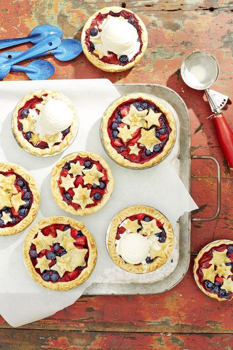 mini stars berry pies