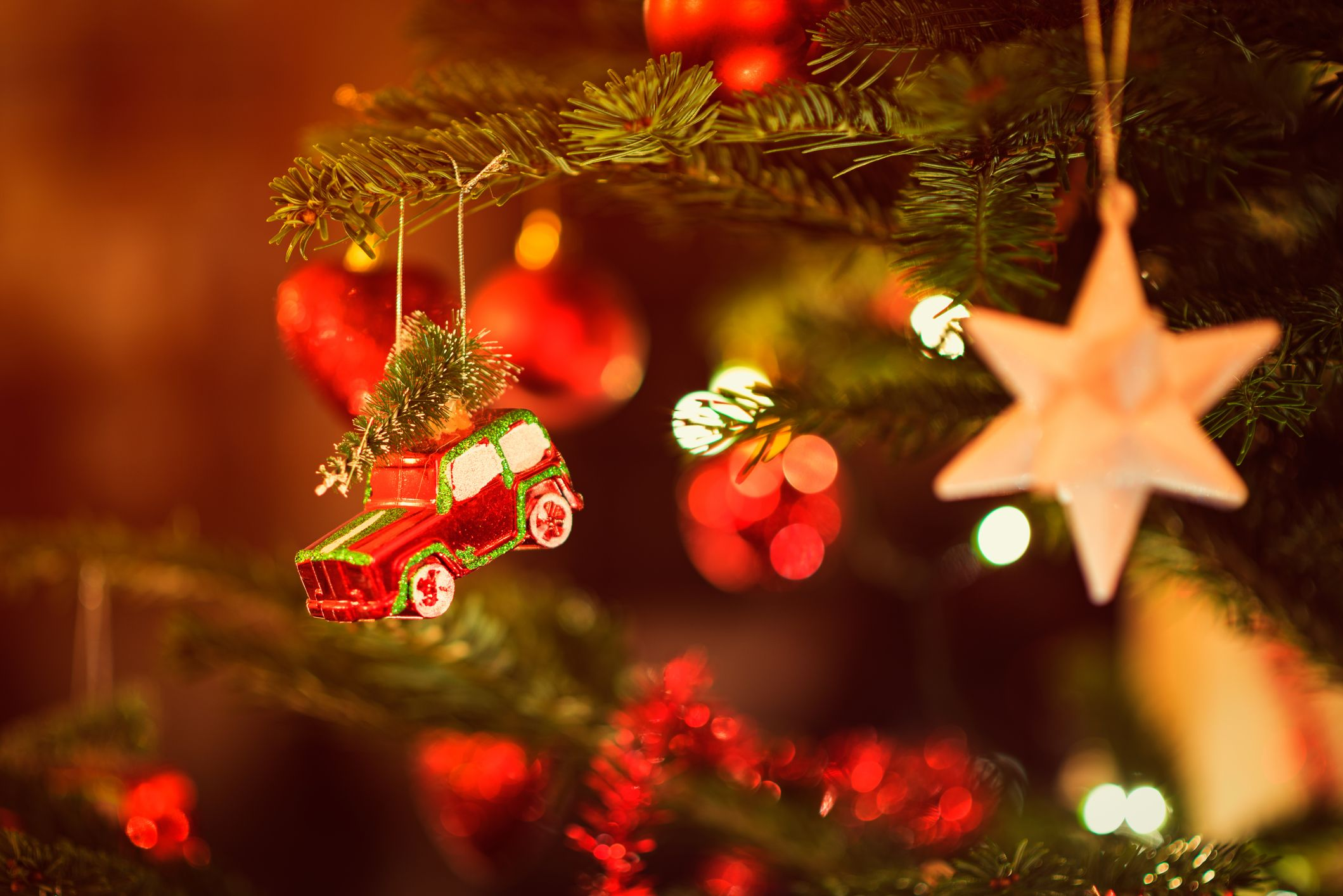12 Christmas Traditions Around The World Christmas Tree Traditions