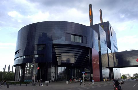 the new home of the guthrie theater, des