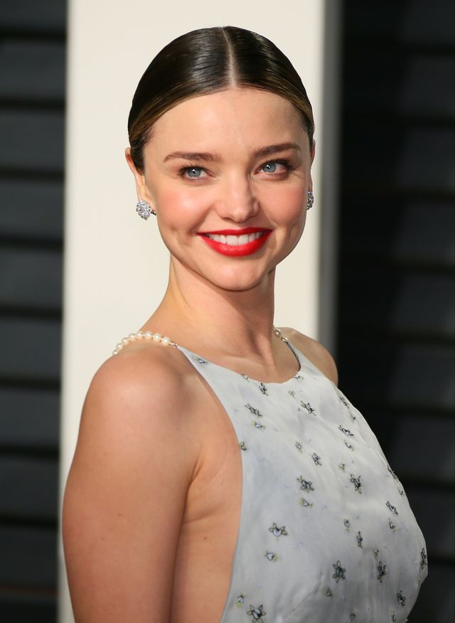 beverly hills, ca   february 26 miranda kerr attends the 2017 vanity fair oscar party hosted by graydon carter at wallis annenberg center for the performing arts on february 26, 2017 in beverly hills, california  photo by jb lacroixwireimage