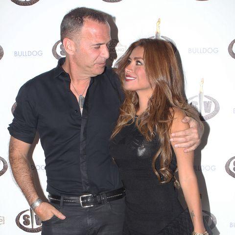 Miriam Saavedra y Carlos Lozano y su nueva mascota.