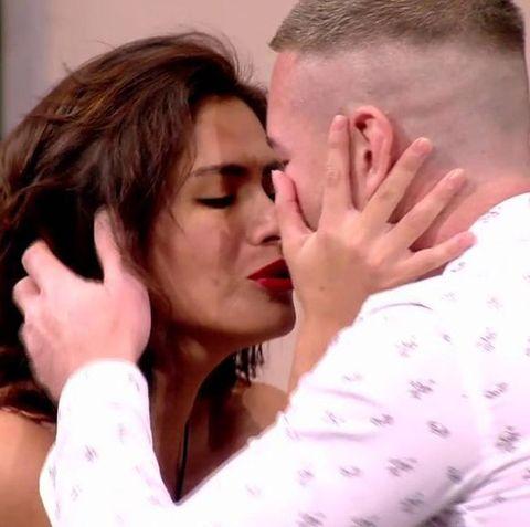 Tony Spina suplica por el amor de Miriam Saavedra después de que esta le diera un beso