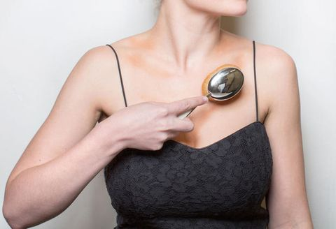 Shoulder, Joint, Dress, Jewellery, Chest, Wrist, Neck, Metal, Locket, Muscle,