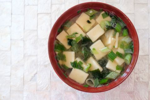 miso soup with tofu and leeks