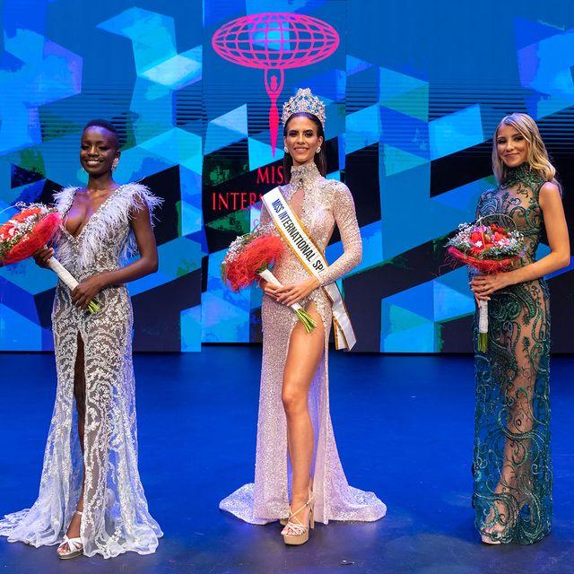 julianna ro, ganadora de miss international spain, con sus damas de honor suadu sene y laura boado