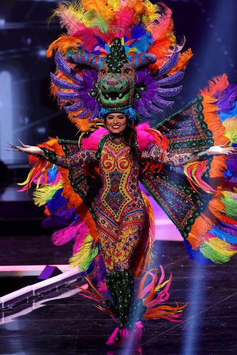 米フロリダ州で行われた、第69回ミス・ユニバース世界大会。選考の中には、参加者が自国の伝統や文化、民族衣装をモチーフにしたコスチュームを披露するナショナル・コスチューム(民族衣装)審査と呼ばれるものも5月13日(現地時間)に行われた。本記事では、今回の優勝者や、参加者のユニークな衣装をピックアップしてご紹介します。