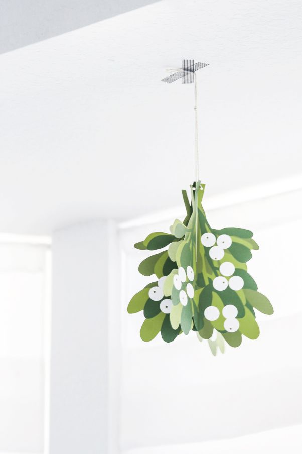 mistletoe christmas decoration free printable