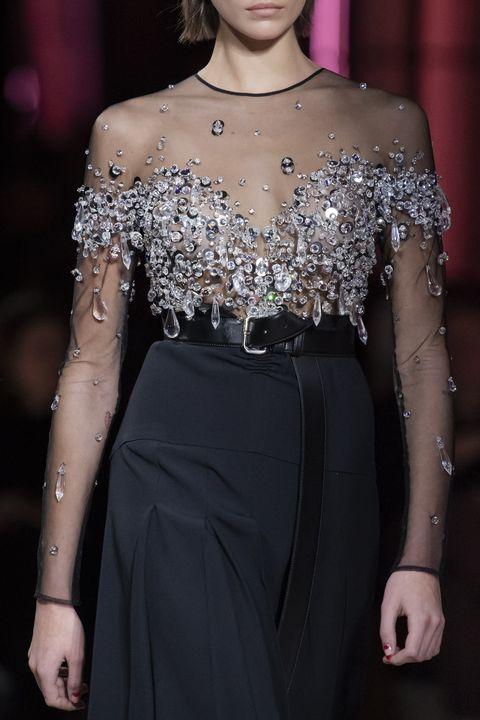Fashion model, Fashion, Haute couture, Shoulder, Clothing, Joint, Dress, Neck, Fashion show, Runway,