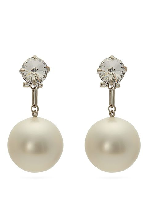 Jewellery, Earrings, Pearl, Fashion accessory, Body jewelry, Gemstone, Natural material, Sphere, Ear,