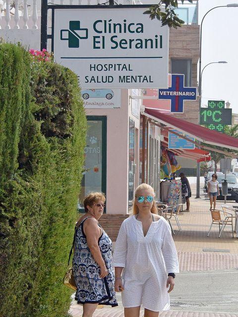 Green, Snapshot, Fashion, Street, Pedestrian, Tree, Building, City, Tourism, Vacation,