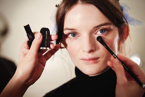 Finger, Lip, Skin, Eyebrow, Eyelash, Hand, Nail, Wrist, Beauty, Eye liner,