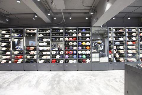 Footwear, Building, Outlet store, Shoe store, Eyewear, Automotive design, Shoe, Retail, Interior design, Display case,