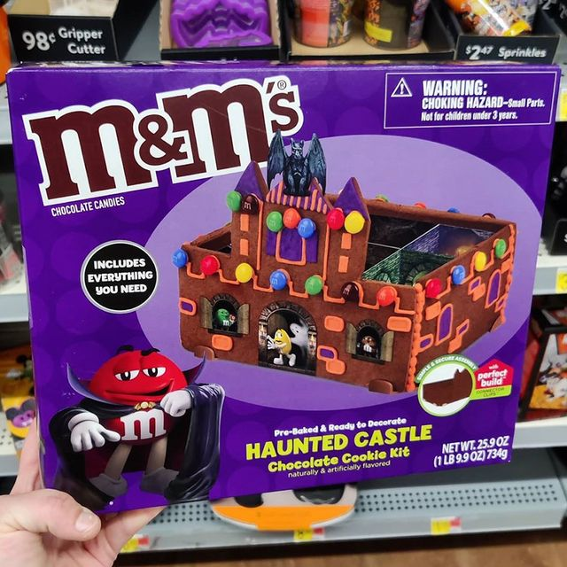 mm's haunted castle chocolate cookie kit