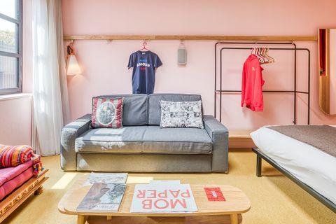 habitación de hotel de diseño millennial