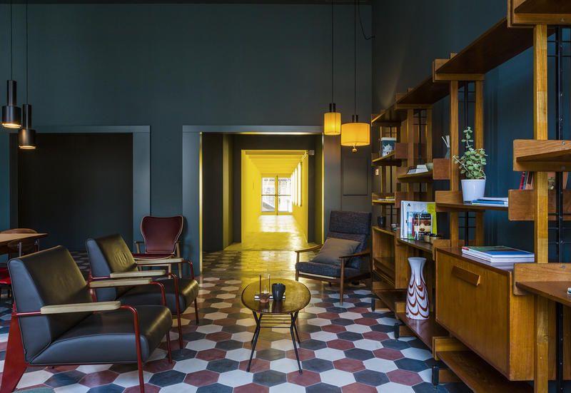 Mobili Per La Casa Milano : Mobili vintage per casabase il nuovo design hostel di milano