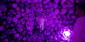 Daniel Arsham in de Amethyst Ball Cavern