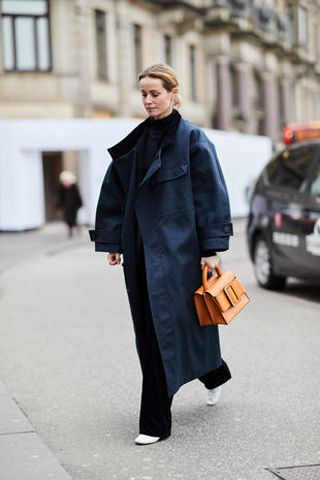 Clothing, Street fashion, Fashion, Coat, Overcoat, Outerwear, Trench coat, Snapshot, Standing, Footwear,