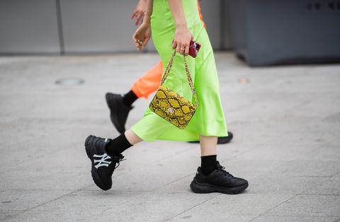 La gonna satin è il tuo pezzo forte tra le tante opzioni moda per la primavera 2019, scopri come indossare il modello giusto a seconda del tuo fisico.