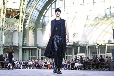pretty nice e0627 54d91 Le prime sfilate della Parigi Fashion Week sono una lezione ...