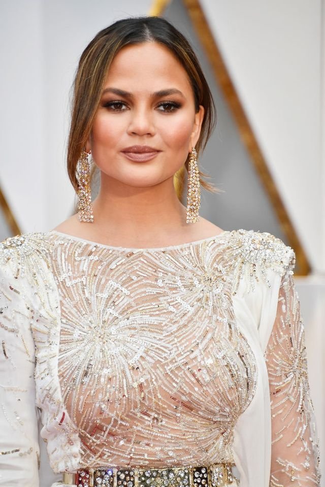 chrissy teigen at the 89th annual academy awards   arrivals