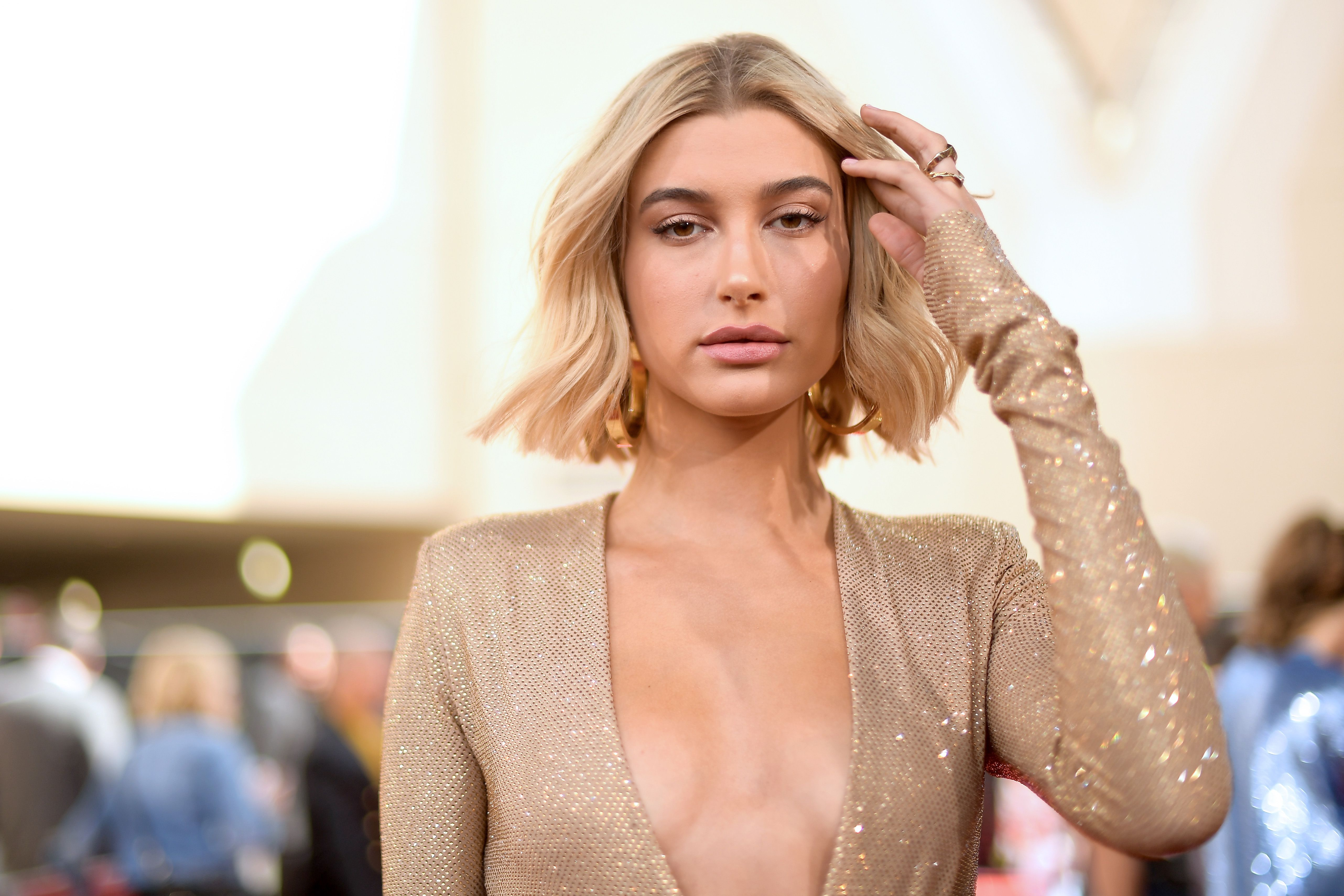 Hailey Baldwin S In A Twitter Feud With Taylor Swift Fans After Justin Bieber Mocks Banana Video