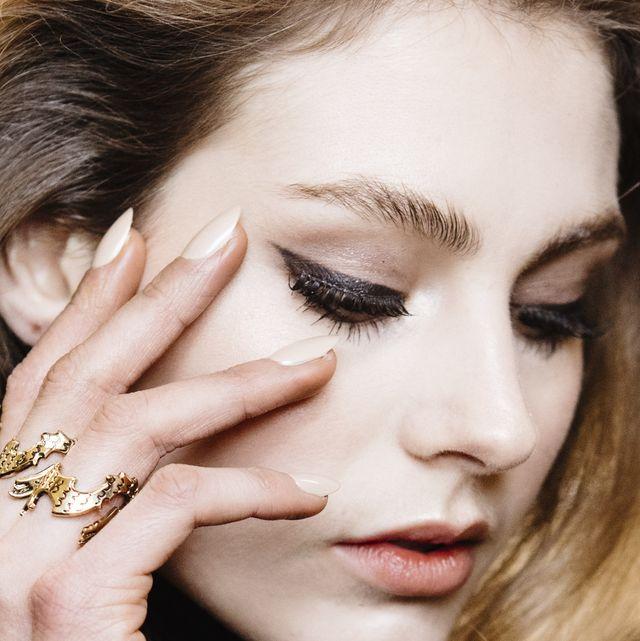 model eyeliner milan fashion week show