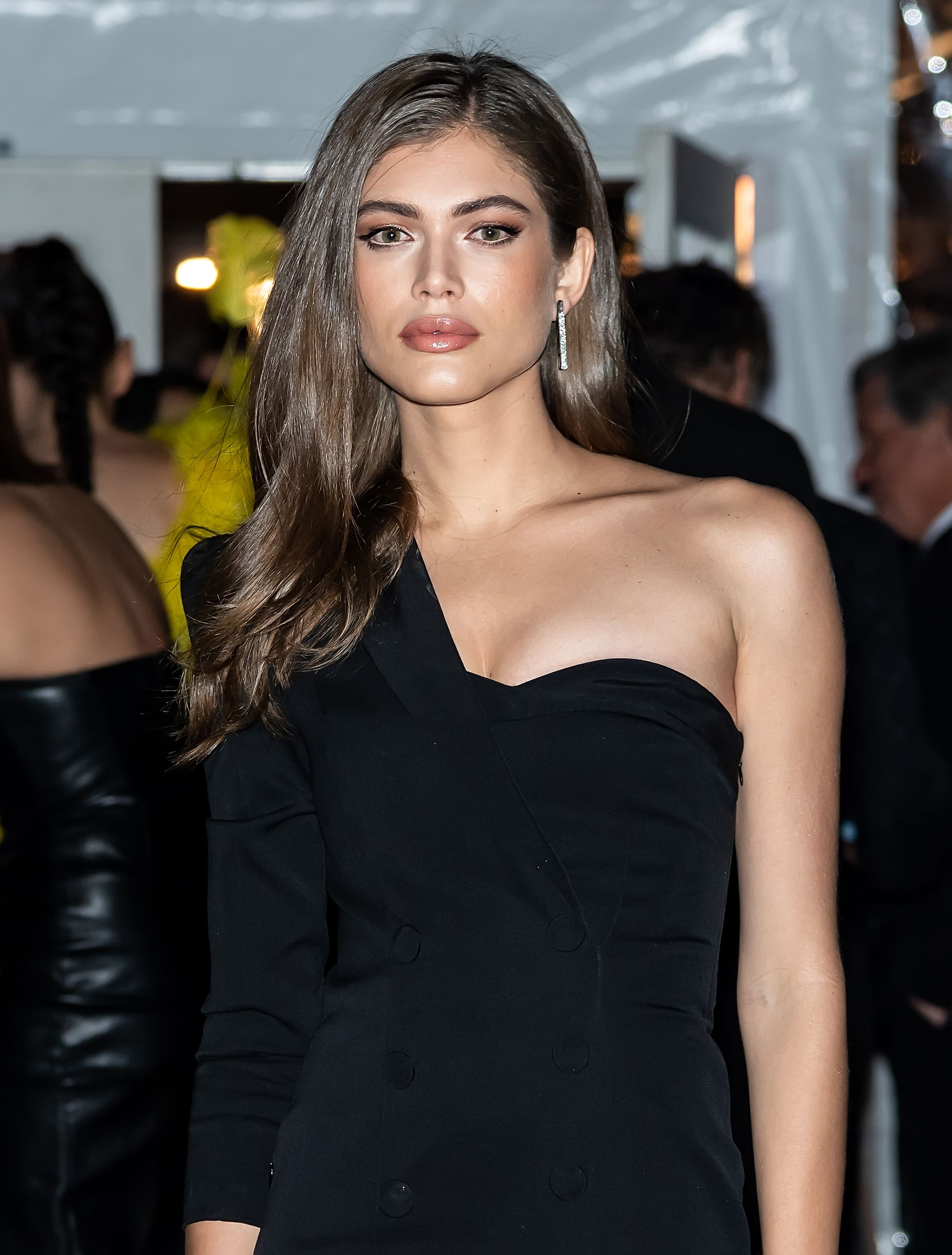Valentina Sampaio Is Sports Illustrated S First Transgender Swimsuit Issue Model