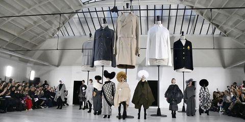Anrealage - Runway - Paris Fashion Week Womenswear Fall/Winter 2019/2020