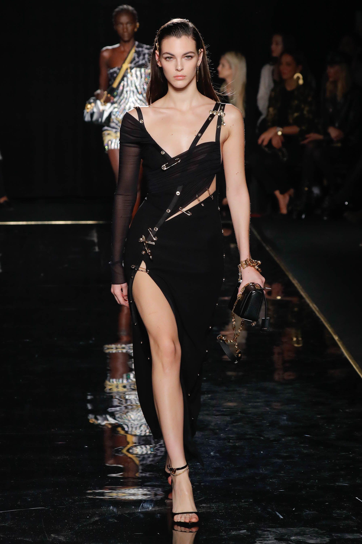 Versace Fall 2019 - Runway