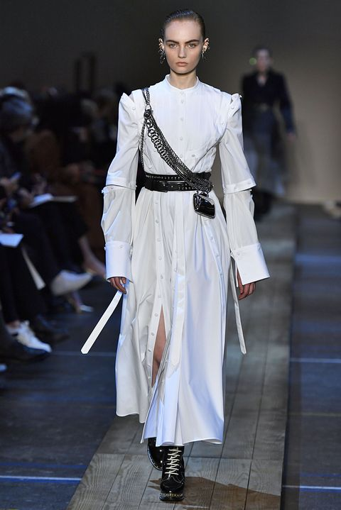 12eaf87837bb2 Alexander McQueen - Runway - Paris Fashion Week Womenswear Fall/Winter  2019/2020