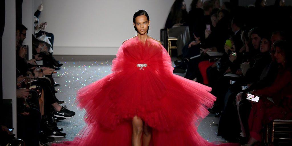 Giambattista Valli : Runway - Paris Fashion Week - Haute Couture Spring Summer 2019