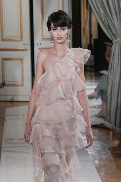 giorgio armani prive runway paris fashion week haute couture fallwinter 20212022